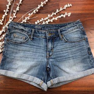 Mossimo mid rise medium wash midi shorts Size 4/27